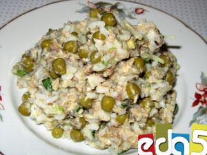 салат с тунцом консервированным и горошком рецепт с фото